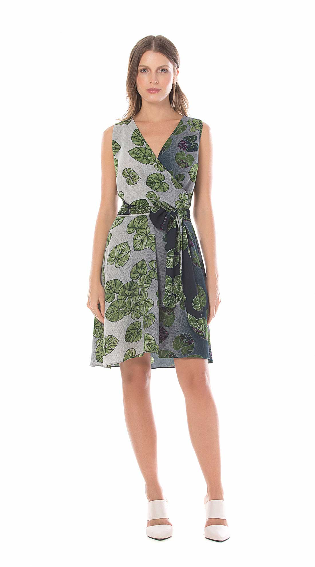 55debee0f8 Vestido Curto Decote Transpassado Com Faixa Verde - Maria Valentina