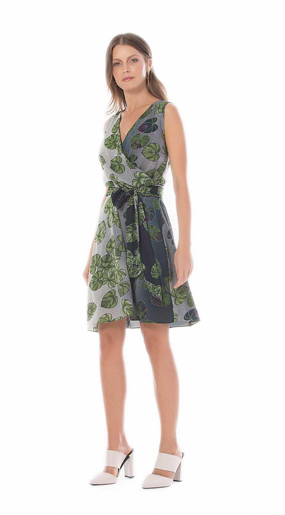 f83ccd3c6e Vestido Curto Decote Transpassado Com Faixa Verde - Maria Valentina