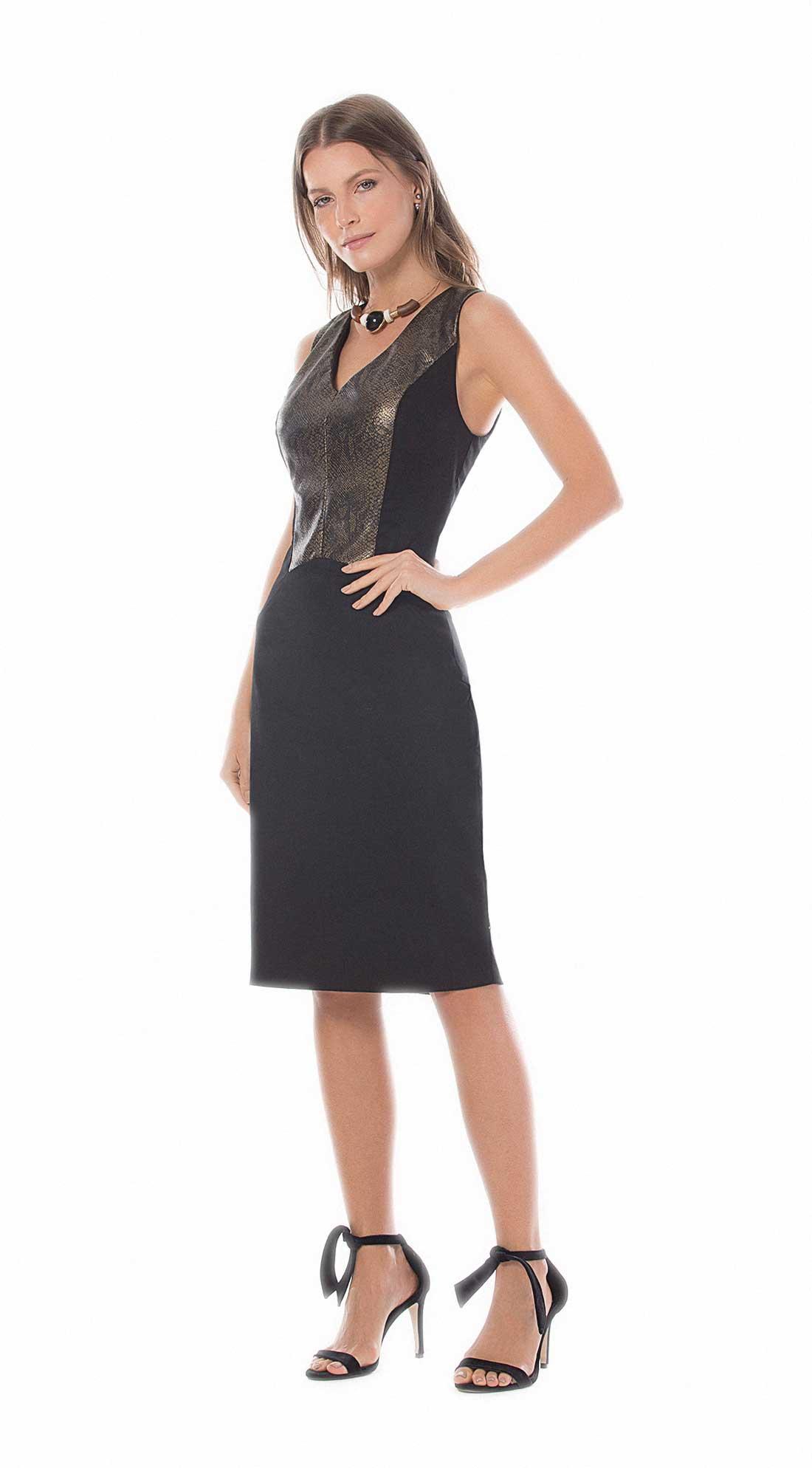 699ac0a991 Vestido Curto Decote V Recorte Bustos Preto - Maria Valentina