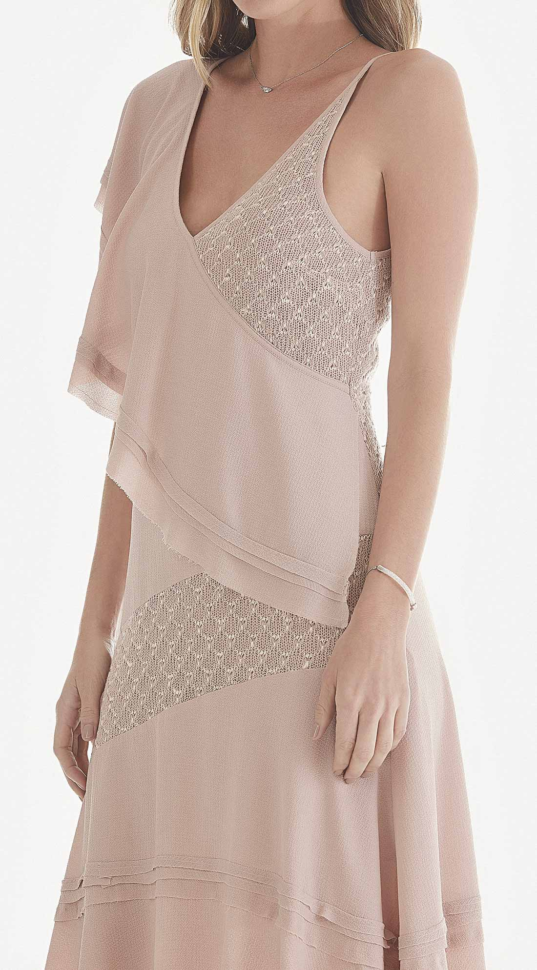 67d8044fa66d Vestido Assimetrico Decote V Detalhe Renda Rosa - Maria Valentina